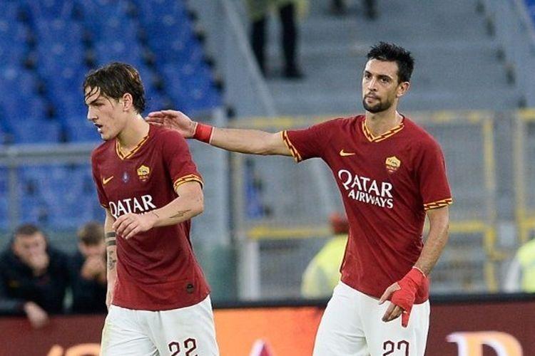Gelandang AS Roma, Nicolo Zaniolo dan Javier Pastore, pada laga menghadapi Napoli di Stadion Olimpico, 2 November 2019.