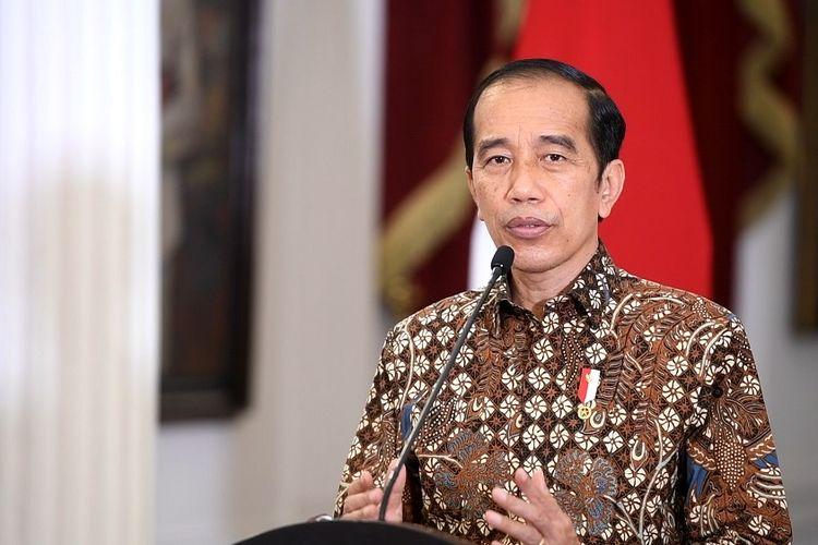 Presiden Joko Widodo memberikan pernyataan pers tentang perkembangan terkini pelaksanaan Pemberlakuan Pembatasan Kegiatan Masyarakat (PPKM) di Istana Merdeka, Jakarta, Senin (30/8/2021). Presiden Joko Widodo memutuskan tetap memperpanjang kebijakan PPKM hingga 6 September 2021 meskipun perkembangan kasus COVID-19 semakin menunjukan tren penurunan. ANTARA FOTO/Biro Pers dan Media Setpres/Handout/wsj.