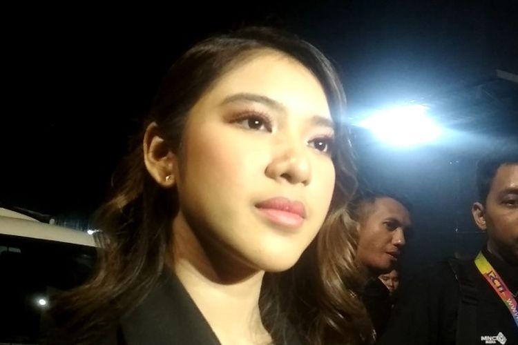 Penyanyi jebolan Indonesian Idol, Tiara Anugrah saat ditemui di kawasan Kebon Jeruk, Jakarta Barat, Selasa (10/3/2020) dini hari.