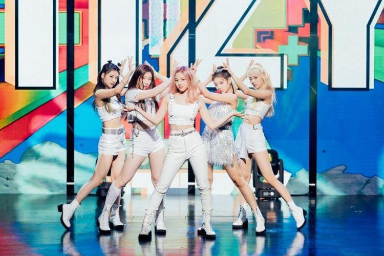 Girl group ITZY menjadi bintang tamu dalam lagu White Winter yang dibawakan oleh duet Kim Heechul dan Lee Soo Geun.
