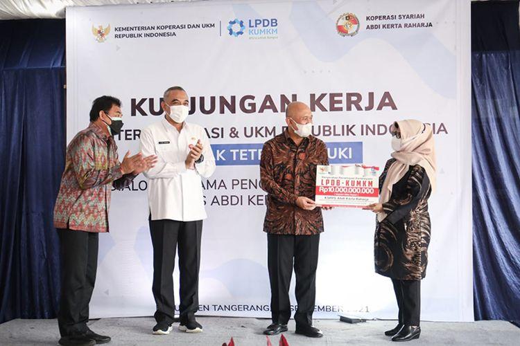 Kunjungan kerja Menkop UKM Teten Masduki ke Tigaraksa, Kabupaten Tangerang, Banten, Rabu (15/9/2021).