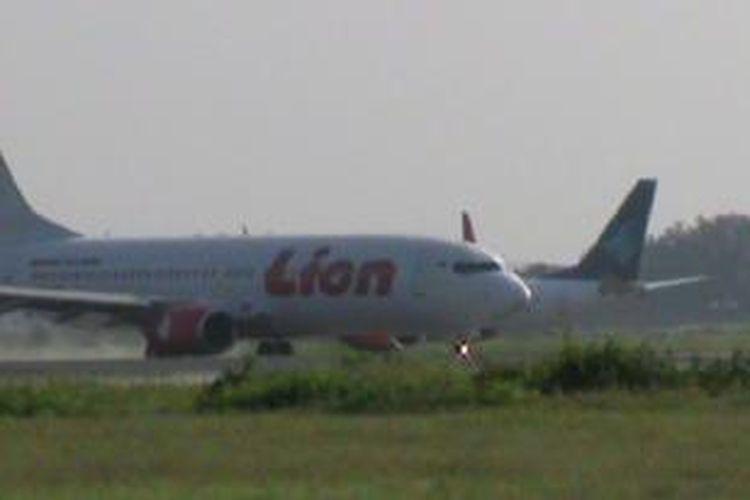 Pesawat di Bandara Adi Soemarmo,l Surakarta sudah muali beroperasi, Kamis (20/2/2014).