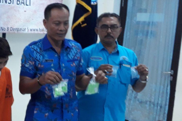 BNNP Bali saat rilis kasus penangkapan kurir sabu di Denpasar, Jumat (14/2/2020).