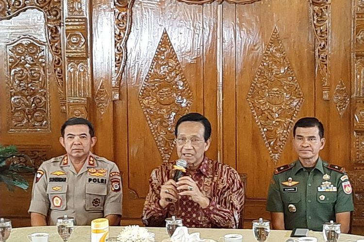 Gubernur DIY Sri Sultan HB X saat jumpa pers di Kompleks Kantor Kepatihan, Kota Yogyakarta