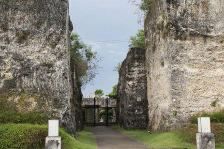 Taman Budaya Garuda Wisnu Kencana atau sering disingkat GWK, adalah sebuah taman wisata sekaligus jendela seni dan budaya di bagian selatan pulau Bali.
