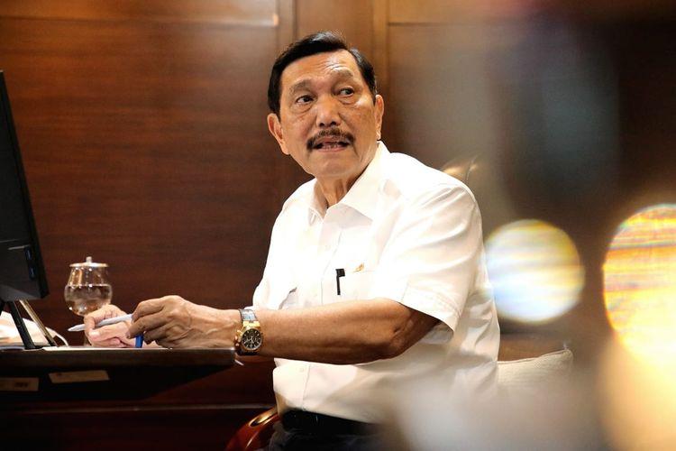 Menko Marves Luhut Binsar Pandjaitan tengah mengadakan rapat koordinasi secara daring membahas terkait percepatan pembangunan infrastruktur pengembangan Wilayah Provinsi Jawa Barat, di Jakarta, Selasa (16/2/2021).