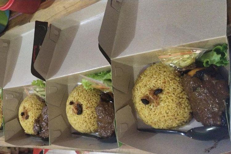 Menu nasi kebuli mandhi basmati kambing untuk warga isolasi mandiri.