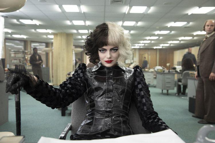 Aktris Emma Stone dalam film Cruella