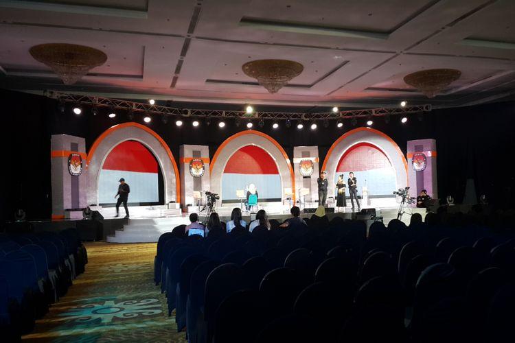 KPU DKI Jakarta dan TV penyelenggara tengah menyiapkan venue debat putaran kedua Pilkada DKI Jakarta yang akan digelar di Auditorium Bhirawa, Hotel Bidakara, Jakarta Selatan, Rabu (12/4/2017) malam.