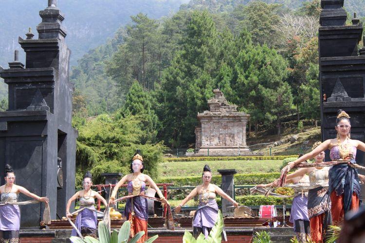 Aneka tarian menjadi penanda dimulainya Festival Gedongsongo.