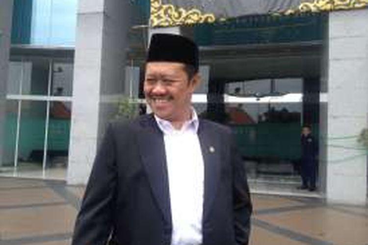 Ketua Komisi Yudisial Aidul Fitriciada Azhari memberikan keterangan kepada wartawan usai rapat pleno pemilihan ketua dan wakil ketua KY periode paruh waktu pertama 2015-2020, di Gedung KY, Kramat Raya, Jumat (26/2/2016).