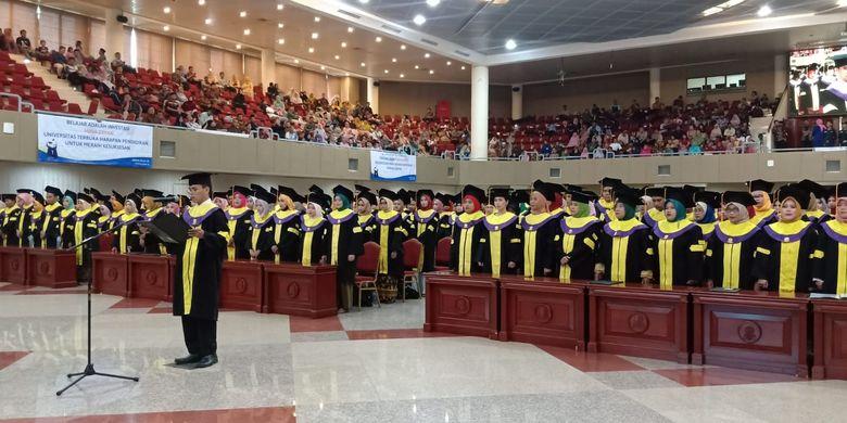 Universitas Terbuka Serang mengadakan Upacara Penyerahan Ijazah untuk 856 wisudawan untuk program Diploma dan Sarjana pada 19 Januari 2020.