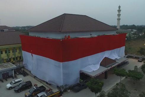 Markas Polres Kota Tangerang Dibalut Bendera Merah Putih Sepanjang 135 Meter