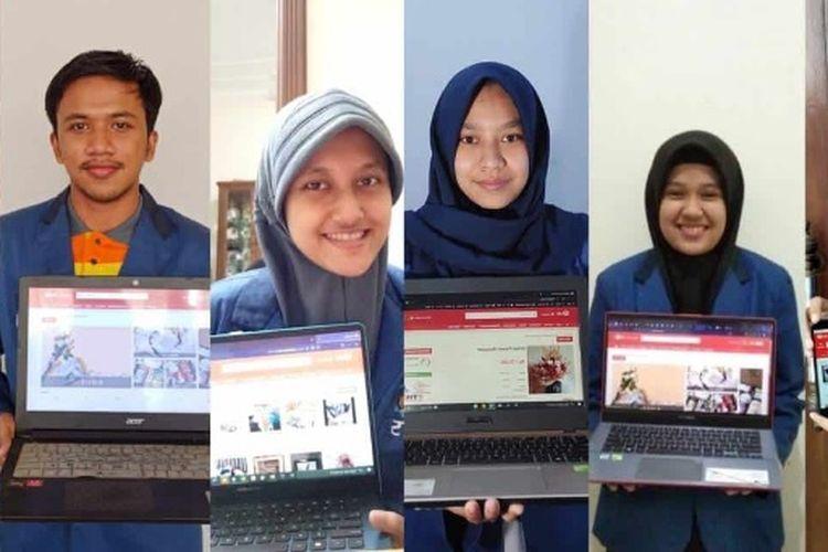 Kumpulan mahasiswa ITS menampilkan aplikasi startup CariKado yang mereka rancang.