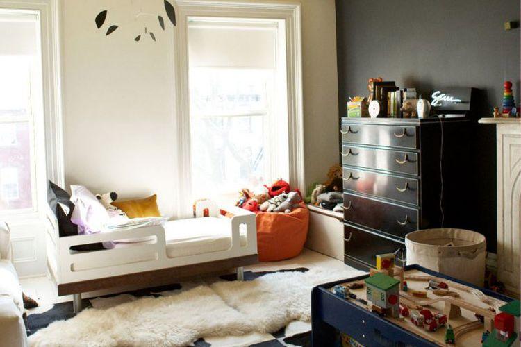 Permainan warna dan tekstur dalam kamar bermain anak