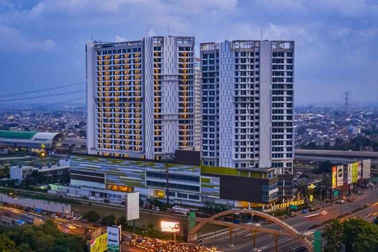 Bangunan LRT City Bekasi yang merupakan kawasan hunian terintegrasi Light Rail Transit (LRT) Jabodebek. Salah satu proyek yang tengah dikembangkan adalah LRT City Bekasi-Eastern Green yang berada di kawasan Bekasi sebagai salah satu kota penyangga Jakarta dengan jumlah penglaju cukup banyak.
