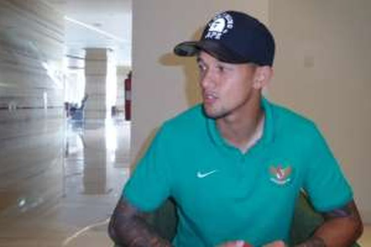 Irfan Bachdim menjalani sesi wawancara di Hotel Alana, Solo, Senin (5/9/2016) siang.