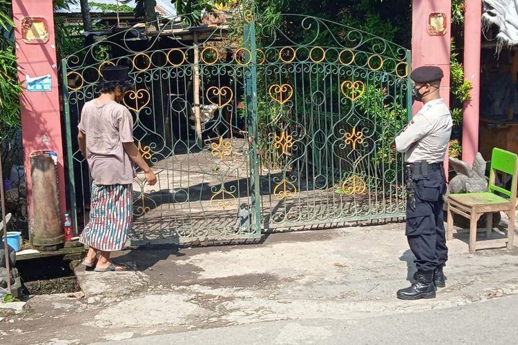 Pintu masuk Pondok Pesantren Nurul Iman di Padukuhan Bibis, Kalurahan Timbulharjo, Kapanewon Sewon, Bantul, Daerah Istimewa Yogyakarta
