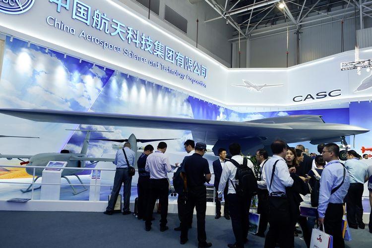 Wujud drone siluman CH-7 yang ditampilkan dalam ajang pameran kedirgantaraan Airshow China 2018 di kota Zhuhai.