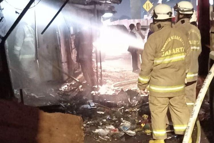 Toko Bunga di Duren Sawit Terbakar, Diduga karena Orang Gangguan Jiwa Bakar Sampah