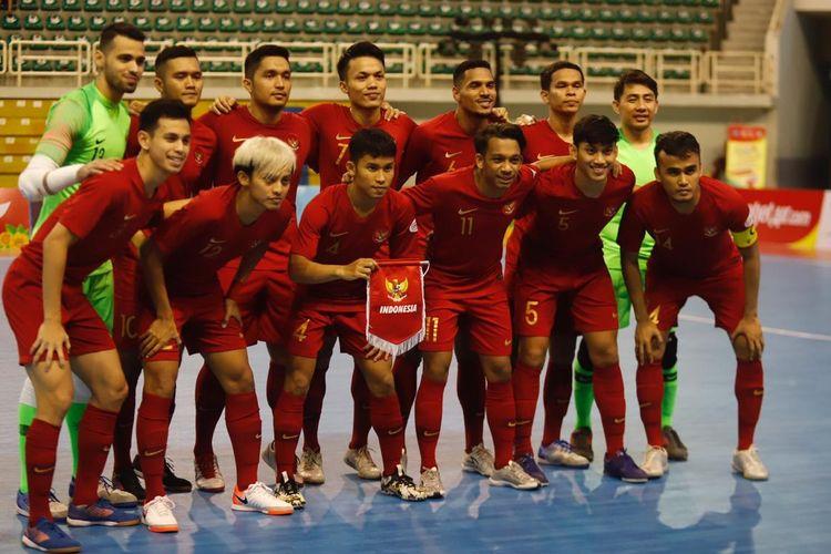 Foto bersama para pemain timnas futsal Indonesia dalam ajang AFF Futsal Championship di Vietnam.