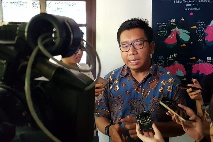 Peneliti Indonesia Corruption Watch (ICW) Kurnia Ramadhana dalam diskusi di kantor ICW, Jakarta, Minggu (3/11/2019).