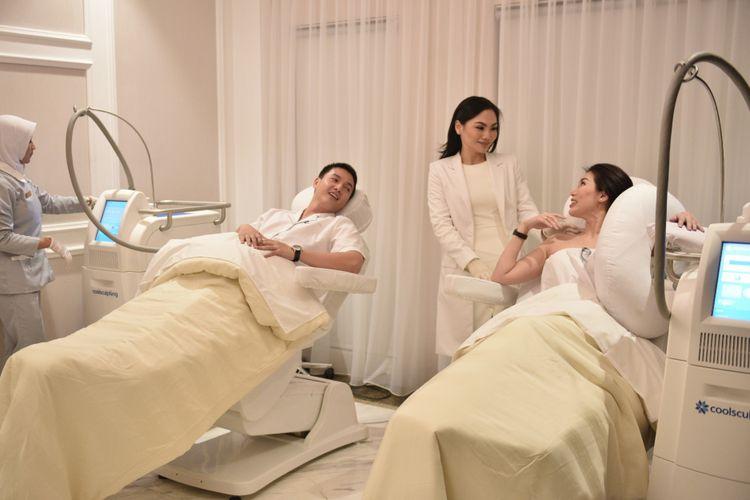 Menghancurkan lemak tanpa sedot lemak dengan metode Coolsculpting di Klinik Jakarta Aesthetic Clinic.