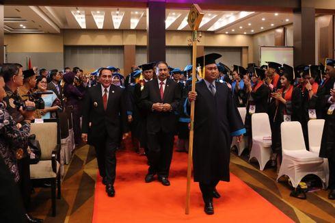 Wisuda Poltek Medan, Menpar Minta Lulusan Jadikan Danau Toba Mendunia
