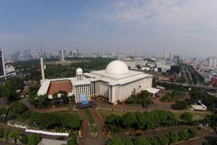 Pemandangan Masjid Istiqlal, Jakarta Pusat, Senin (28/7/2014). Masjid terbesar di Asia Tenggara ini didesain oleh arsitek Frederich Silaban.
