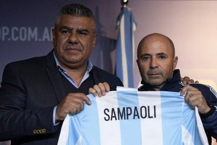 Jorge Sampaoli diperkenalkan sebagai pelatih baru tim nasional Argentina, Kamis (1/6/2017).