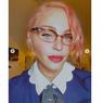 Tampil Berbeda, Madonna Ubah Warna Rambut Jadi Merah Muda