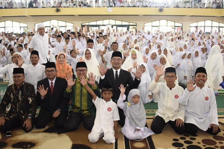 Gubernur Jabar Ridwan Kamil menghadiri acara wisuda para penghafal Al Quran Yayasan SIT Adzkia Angkatan VII di Masjid Al Muttaqin, Setukpa Lemdiklat Polri, Kota Sukabumi, Sabtu (26/10/19).