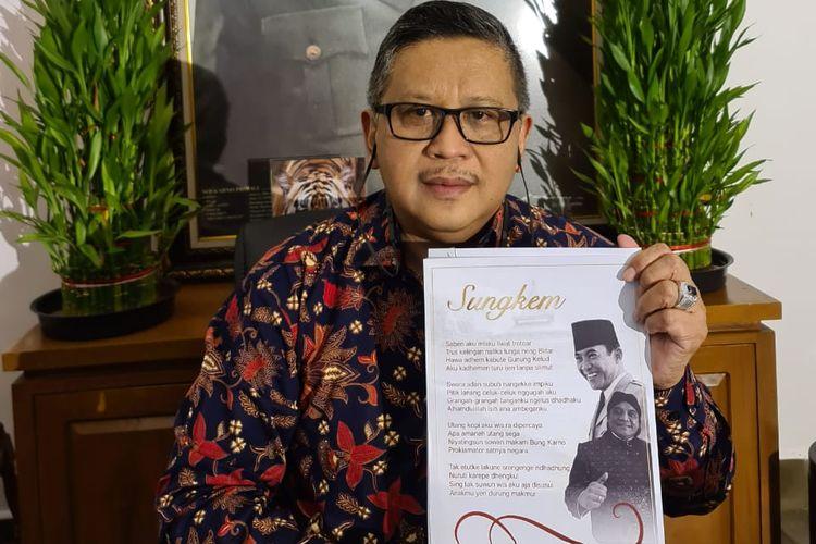 Sekjen DPP PDIP Hasto Kristiyanto menerima lagu sungkem yang diciptakan Didi Kempot untuk Ketum PDIP Megawati Soekarnoputri, Selasa (26/5/2020).