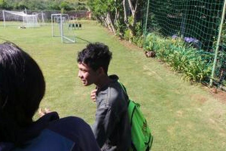Rela menginap di masjid, Anang Widianto (18), remaja asal Desa Kedung Upit, Kabupaten Sragen, demi keinginannya untuk mengikuti seleksi timnas U-19, yang berlangsung di Kota Batu, Jawa Timur