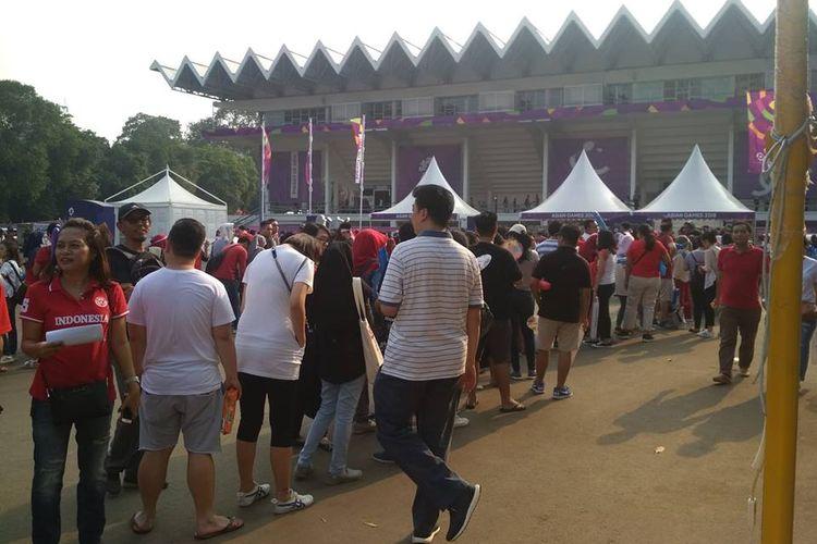 Patra penonton sudah datang ke Istora GBK, 3 jam sebelum final Indoensia-China dilangsungkan, Rabu (22/08/2018)
