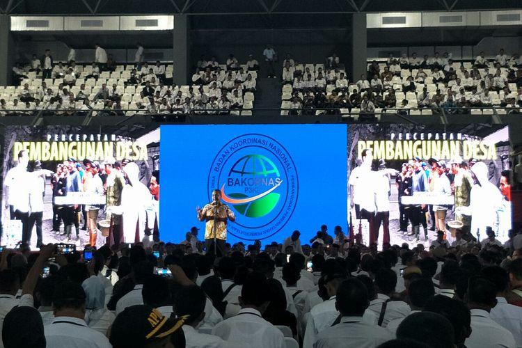 Menteri Desa Pembangunan Daerah Tertinggal dan Transmigrasi, Eko Putro Sandjojo memberi apresiasi kepada para kepala desa yang memenuhi Stasion Tennis Indoor, Senayan, Rabu (10/4/2019).