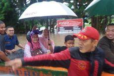 Banjir Genangi Jalan Protokol di Samarinda, Warga Dievakuasi dengan Perahu