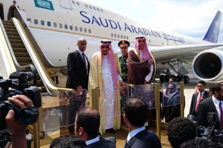 Raja Arab Saudi Salman Bin Abdulazis Al Saud akhirnya meninggalkan pulau Bali, Minggu (12/3/2017) pada pukul 11.13 Wita, menggunakan pesawat kerajaan.