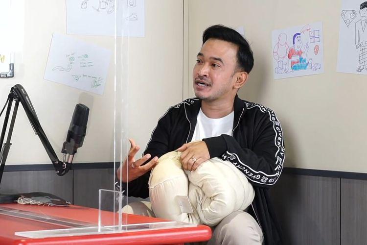 Ruben Onsu berbincang dengan Armand Maulana. (Bidikan layar YouTube Armand Maulana).