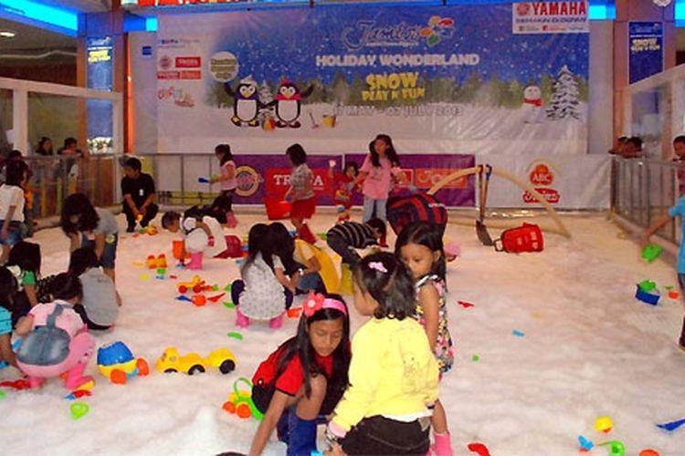 Suasana Snow Play n Fun di Jambi yang didukung Yamaha.