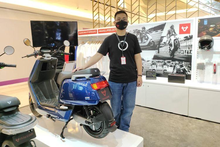 Premium store motor listrik NIU di Grand Indonesia
