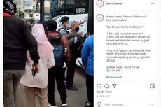 Penumpang Transjakarta Berhamburan Keluar Saat Bus Terjebak di Pelintasan Kereta