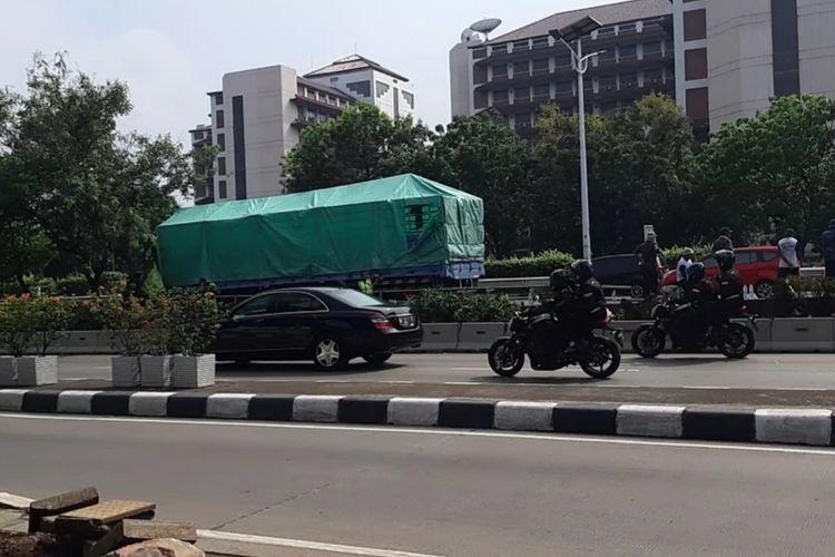 Mobil berpelat RI 1 melintas di jalan S. Parman, Jakarta Barat, Senin (2/12/2019)