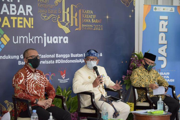 Gubernur Jawa Barat Ridwan Kamil bersama Kepala Perwakilan Bank Indonesia (BI) Jabar, Herawanto tengah menjelaskan Gerakan Nasional (Gernas) Bangga Buatan Indonesia (BBI).