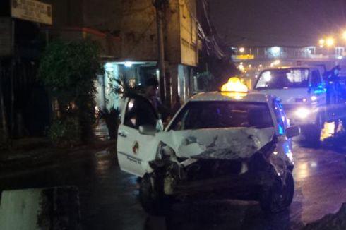 Kaki Sempat Tergencet Pembatas Jalan, Sopir Taksi Kabur Setelah Kecelakaan