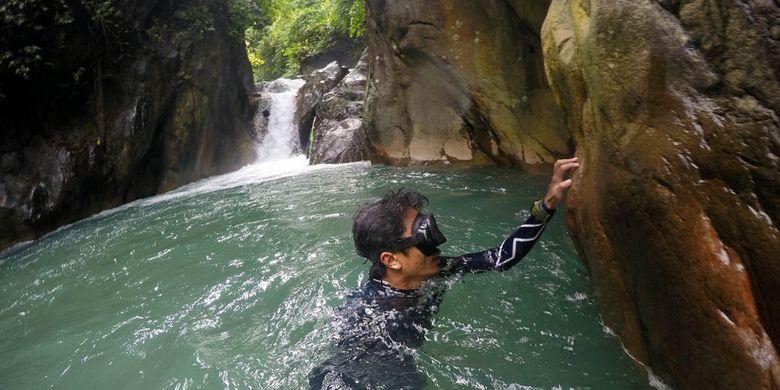 Freediving di Leuwi Hejo, Babakan Madang, Kabupaten Bogor.