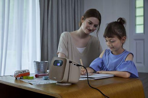 Manfaatkan Proyektor Mini Portabel, Tips Jitu Membuat WFH dan Belajar dari Rumah Jadi Lebih Seru