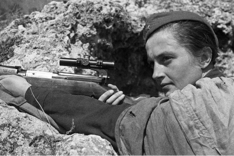 Lyudmila Pavlichenko, terkonfirmasi menewaskan 309 personel militer Jerman selama Perang Dunia II.