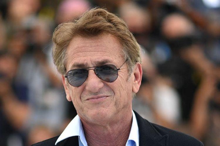Aktor dan sutradara asal AS Sean Penn berfoto untuk filmnya, Flag Day, di Festival Film Cannes 2021 pada 11 Juli lalu.