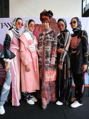 Koleksi Dian Pelangi dan Itang Yunasz yang ditampilkan di ajang The Show New York Fashion Week 2019.